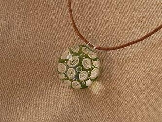 オオバコ・葉脈のガラス球ネックレス・オーロラ・ガラス製・綿紐の画像