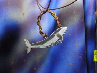 彫金ペンダント、クジラの画像
