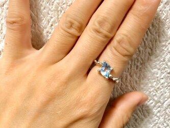 ブルートパーズのリングの画像
