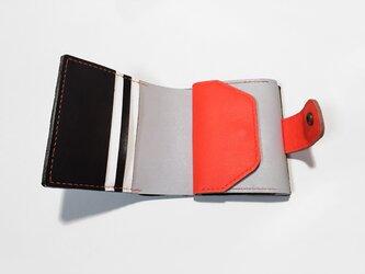シュリンク牛革のお財布(ブラック×ネオンレッド×グレー×ホワイト)の画像