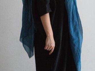 <受注生産品>青鈍 草木染めシルクコットンの大判ストール の画像
