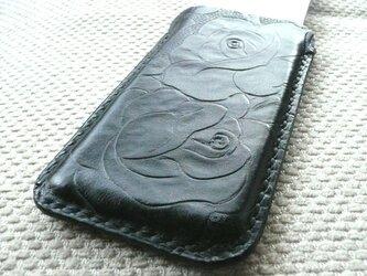 手縫いi Phone 5専用立体的ケース カービング調黒色牛革の画像