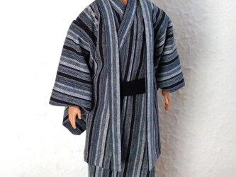 ケンの着物と羽織「灰の滝縞」の画像