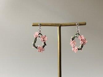 季節の花を身につけて〈山桜のノンホールピアス〉*タティングレース*の画像