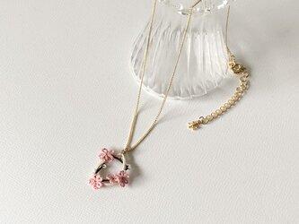 季節の花を身につけて〈初桜のネックレス〉*タティングレース*の画像