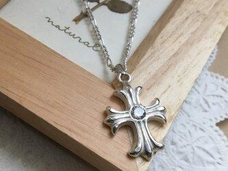 十字架のネックレスの画像