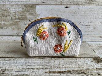 大人かわいい手刺繍お花のラウンドポーチ 国産帆布 ミモザ 小物入れの画像