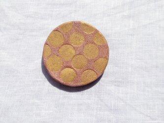 みずたま5(ゴールド×ピンク) 陶土ブローチの画像