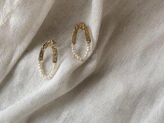 真鍮と淡水真珠のオーバルハーフピアス・イヤリングの画像
