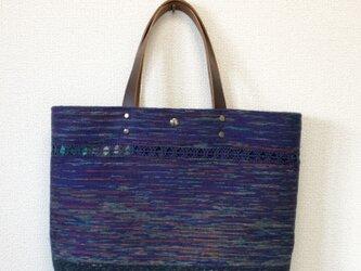 裂き織り レース織模様のトートバッグ(本革持ち手)青系の画像