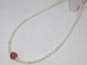 インカローズと淡水パールのネックレスの画像