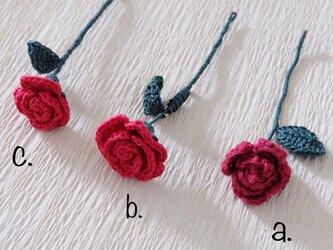 薔薇の一輪挿しブローチの画像