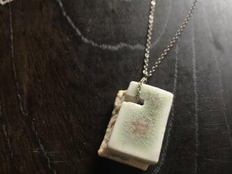 白磁&灰釉リバーシブル「block」シルバーチェーンネックレスの画像
