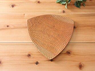 彫りあとが美しい三角皿(パン皿) さくらの画像