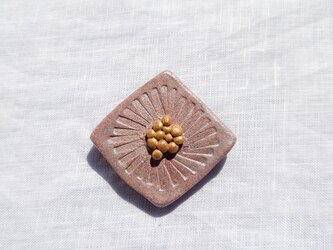 ひし形の花1(ピンクシルバー) 陶土ブローチの画像