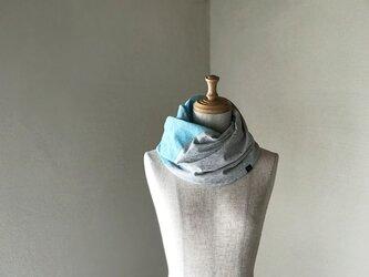 リネン織物×コットンニットのねじりスヌード 水色グレンチェックの画像