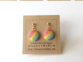 虹色 刺繍ピアスの画像