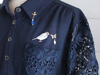 文鳥とビーズ刺繍のポロシャツの画像