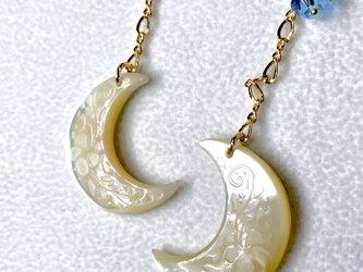 夜光貝月と、スワロフスキーのピアス 14kgfの画像