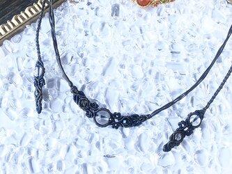 新色追加!天然石のマクラメ編みネックレス【花瓶】グレー系・水晶の画像