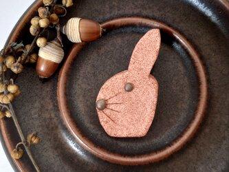 うさぎ2(レンガ) 陶土ブローチの画像