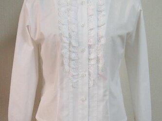 衿が綿レースのフリル付きブラウス(白地)の画像