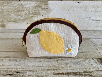 大人かわいい手刺繍レモンのラウンドポーチ 国産帆布 Lemon 小物入れの画像