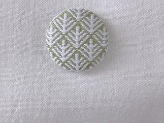 こぎん刺しのブローチ〈松笠×若草色〉3.8cmの画像