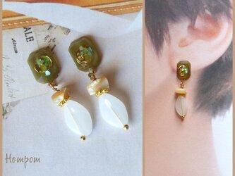 20p002 煌めく宝石モチーフとマザーオブパールのピアス ホムポムの画像