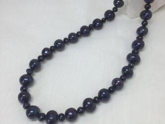 パールのネックレス ブルーの画像