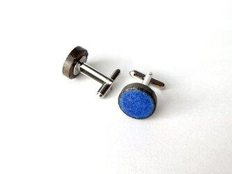 瑠璃色タイルのカフスボタンの画像
