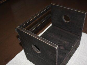 三つ穴のこげ茶色レトロ本箱の画像