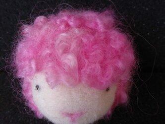 フェルトの羊 いちごの画像