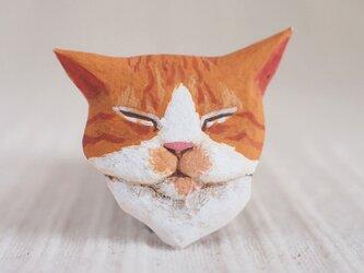 ブローチ 眠る猫 (よだれ付き)の画像