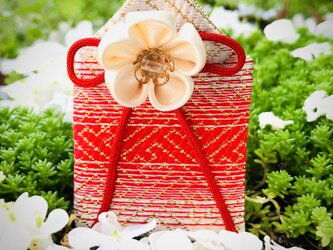 元巫女が作るお守り袋(華紅白)の画像