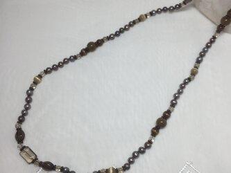 パールと天然石のネックレスの画像
