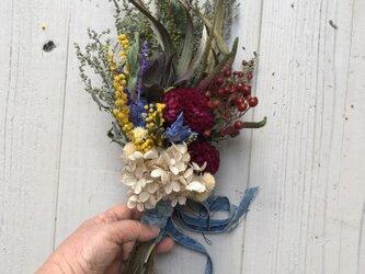 春・ナチュラルなドライフラワースワッグ・ちょっぴりプリザの画像
