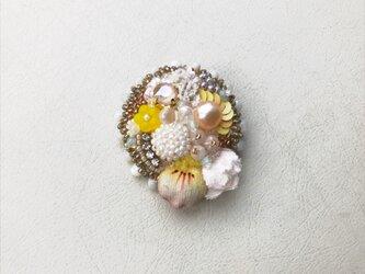 花と石 no.5 ブローチの画像