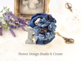 ブルーグリンのお花と紫陽花のバンスクリップ 髪飾り ヘアクリップ 青 ネイビー お出掛け フォーマルの画像