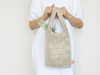 ちょっとそこまで、のお出かけに。シンプルで軽い!手織り麻のワンマイルバッグ size S「生成×生成」の画像