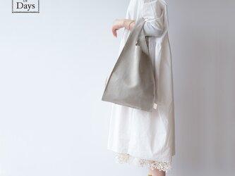 ちょっとそこまで、のお出かけに。シンプルで軽い!手織り麻のワンマイルバッグ size L「生成×生成(L2)」の画像