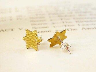 真鍮の六角星ピアスの画像