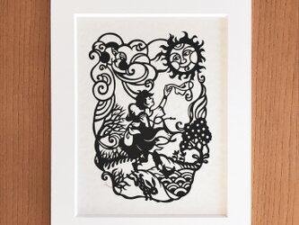童話の切り絵「北風と太陽」の画像