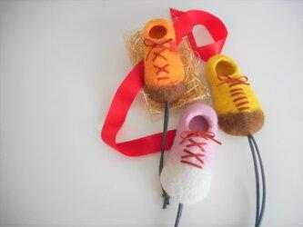 靴の形をしたキーケース オレンジの画像