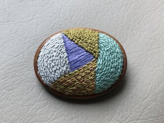 embroidery broachの画像