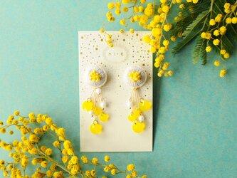 <titi~ナンデモナイヒノ耳飾~>刺繍イヤリング◎ミモザ/mimosaの画像