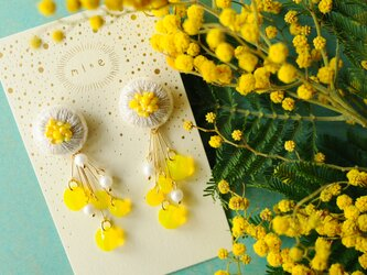 <titi~ナンデモナイヒノ耳飾~>刺繍ピアス◎ミモザ/mimosaの画像