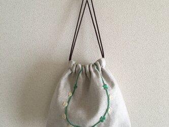 おさんぽ巾着 白詰草の首飾りの画像