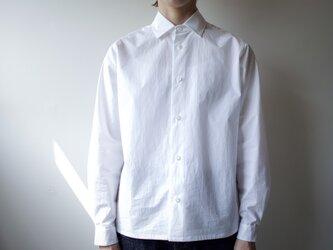 modest stitch shirt/whiteの画像