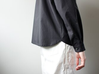 modest stitch shirt/blackの画像
